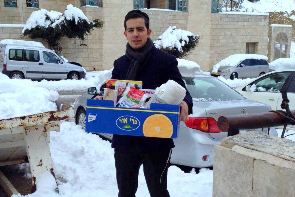 חלוקת מזון בסופה ובסערה (2)
