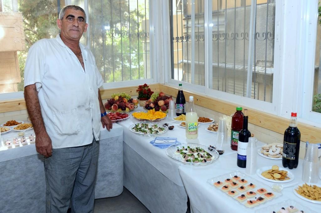 טבח העמותה שמעון חן , אחראי על הכיבוד המרענן והטעים שהוגש באירוע .