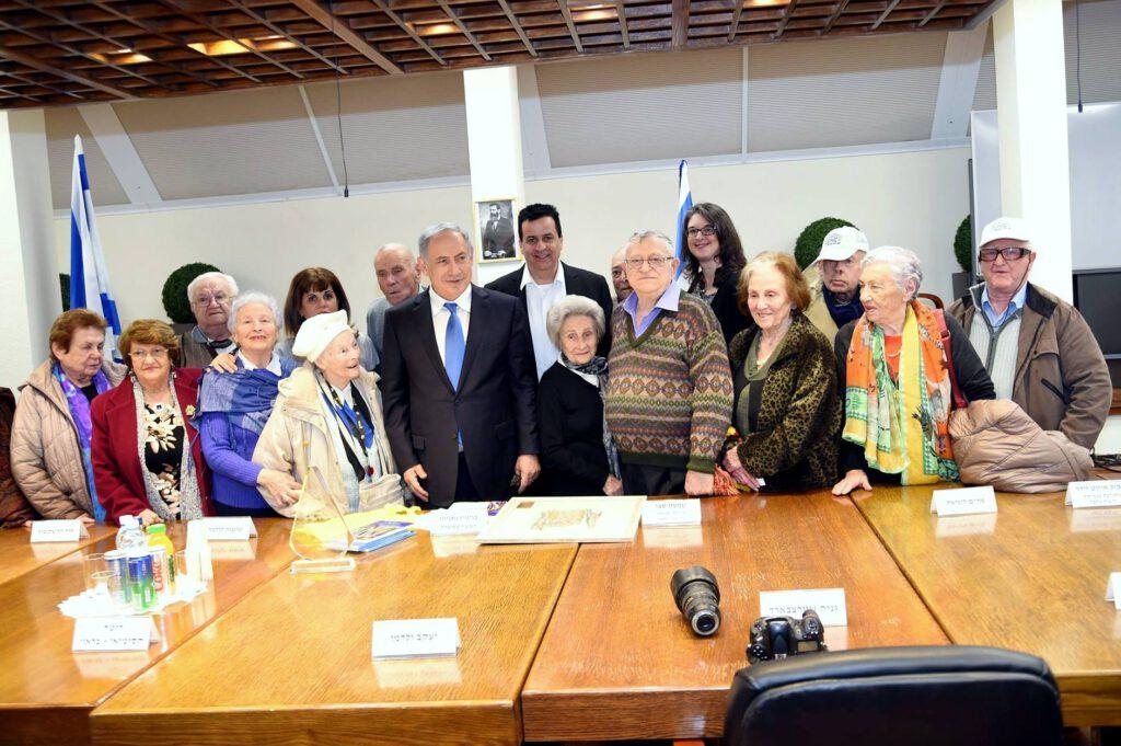 """ראש ממשלת ישראל מר בנימין נתניהו נפגש עם ניצולי שואה של עמותת """"יד עזר לחבר"""" לרגל """"יום השואה הבינלאומי"""" ב 27.1.2016"""