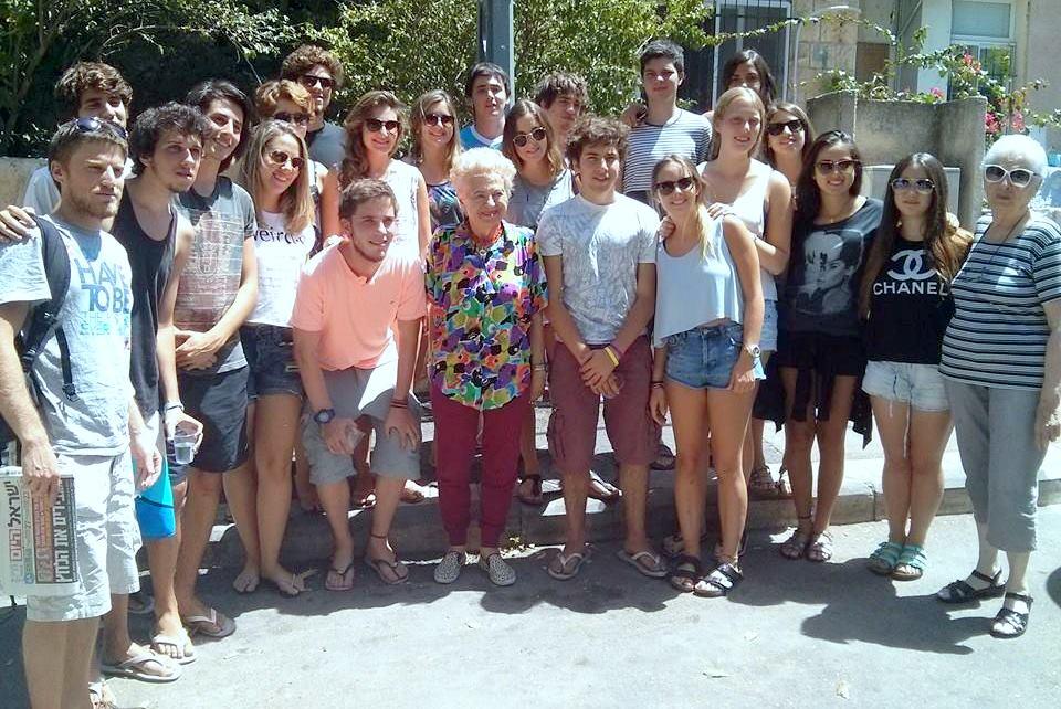 תלמידי נוער מדרום אמריקה ביקרו בבית החם לניצולי השואה