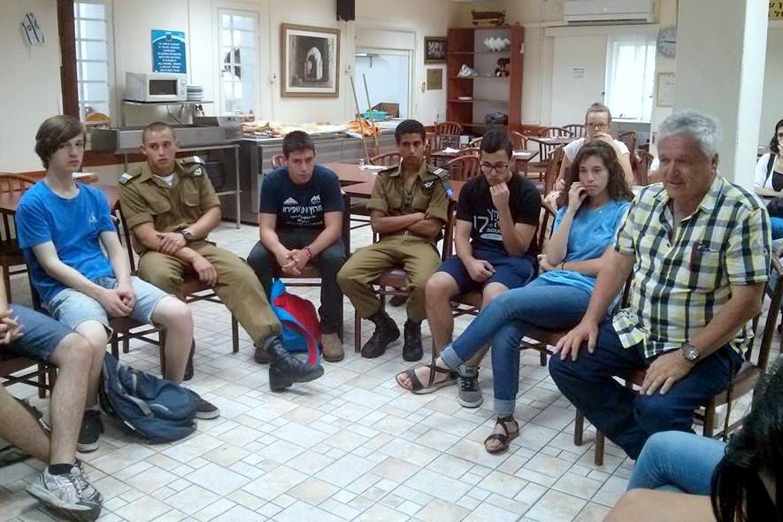 """תלמידי כתה י' של ביה""""ס """"הריאלי העברי"""" בחיפה"""