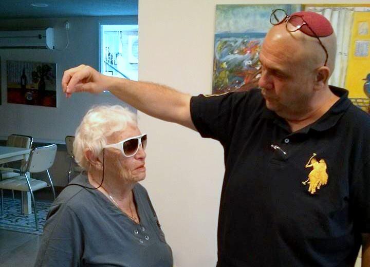 """ניצולי השואה של """"הבית החם לניצולי שואה"""" של העמותה , מבקשים להודות לכבוד הרב בלוססקי"""