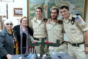 """חיילי ספינת הטילים """"אח""""י קשת"""" שהגיעו לביקור והתארחו ב""""בית החם לניצולי השואה"""""""