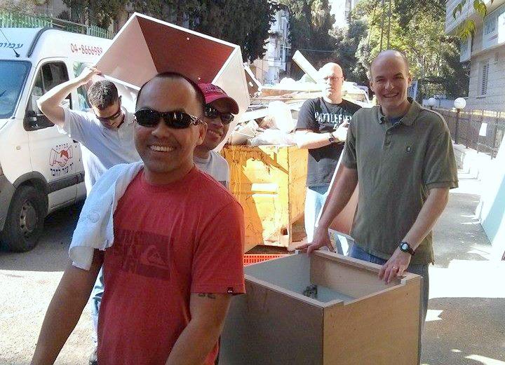 """חיילי הצי השישי ומתנדבי השגרירות הנוצרית בירושלים בפעילות התנדבותית בקרית החסד של עמותת """"יד עזר לחבר"""""""