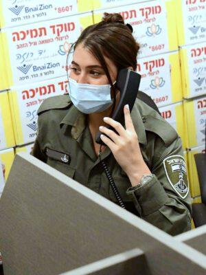 """שוטרי משטרת חיפה התנדבו וסייעו במוקד התמיכה של """"יד רוזה"""""""