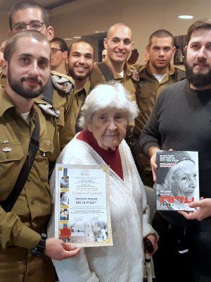 """בעקבות הסערה הציבורית: חיילי ההנדסה הקרבית ביקרו את ניצולי השואה של עמותת """"יד עזר לחבר"""" בחיפה !"""