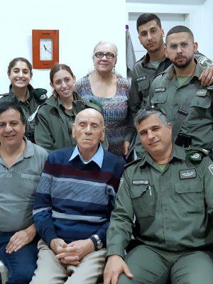 מרגש: לוחמי הכומתות הירוקות של משמר הגבול למען ניצול השואה