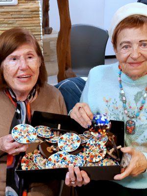 """מרגש: """"הסביבון של אורי"""" הביא הרבה אור ושמחה לניצולי השואה לחג החנוכה"""