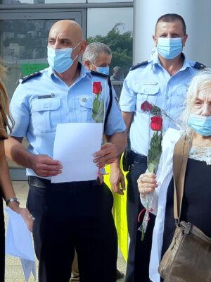 הפגנת תמיכה והזדהות מרגשת התקיימה ברחבת תחנת משטרת חיפה