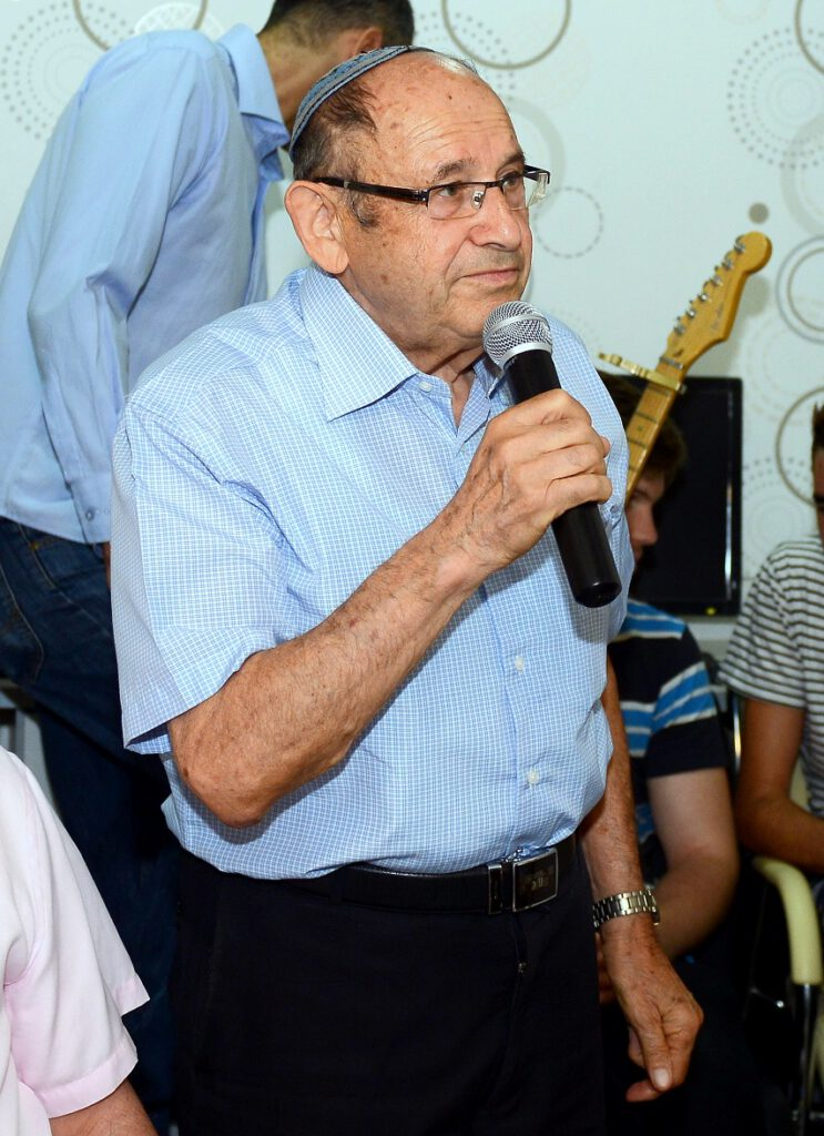 מר משה שטטמן לשעבר סגן ראש העיר חיפה נושא דברים באירוע .