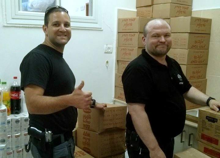 חלוקת מזון לניזקקים ביד עזר