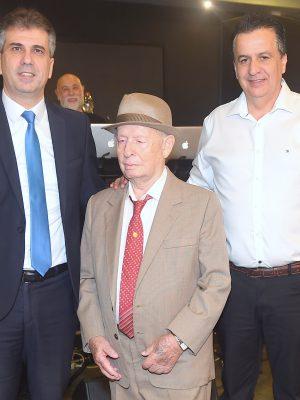 """עמותת """"יד עזר לחבר"""" חגגה וציינה ברוב פאר והדר את יום הולדתו ה- 95 של ניצול השואה שלום שטמברג מחיפה"""