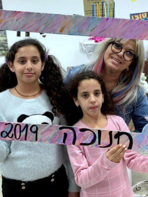 """מסיבת חנוכה שמחה ועליזה התקיימה לילדי """"בית הילד"""" של העמותה בנווה דוד בחיפה"""