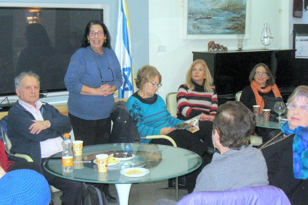 """נשות מועדון ה""""אופן הפנימי"""" חיפה, ובנק דיסקונט בחיפה הגיעו לשמח את ניצולי השואה של ה""""בית החם לניצולי השואה"""""""