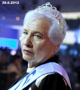 חוה הרשקוביץ (בת 80) ניצולת שואה , שזכתה בתואר בשנה שעברה בתואר מלכת היופי
